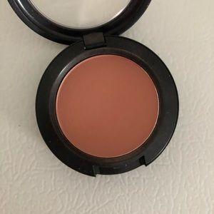 Mac blush in melba